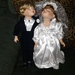 Bride and Groom Kissing Dolls